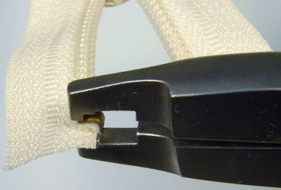 Top stop attached using Osborne pliers – oblique view