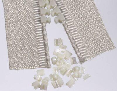 10 Zähne vom Delrin-Reißverschluss komplett entfernt