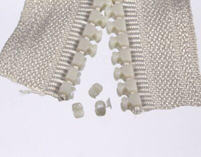 Überstehende Teile von 3 Delrin-Zähnen abgeschnitten